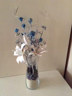 flores pintadas de azul