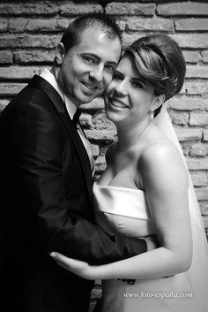 Porque hubo un momento en el que nuestras vidas se cruzaron... Porque nació una amistad muy especial... y porque no hay mayor satisfacción que casar a unos AMIGOS... Gracias Laura y Juan Carlos... OS QUEREMOS. Esperamos que tengais una vida llena de felicidad.  Encontrareis mas fotos en nuestra web oficial: http://www.foto-españa.com/#!boda/c1kl7