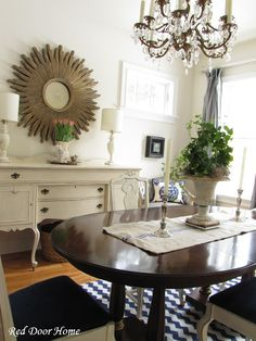 Sparkly Elegant Dining Room Right Off The Main Entry To This Home Table Enlarges Seat 10 But Is Kept Small Act Like A Foyer