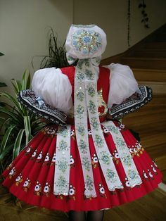 Kyjovský Folk Costume, Costumes, Costume Ideas, Real Style, Vintage Fashion, Traditional, Lace, European Countries, Pattern