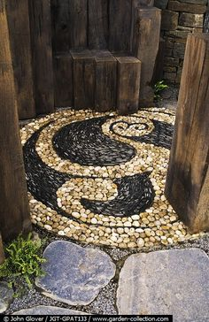 Celtic-inspired stone pebble mosaic - Love this. Outdoor Projects, Garden Projects, Garden Paths, Garden Landscaping, Pebble Mosaic, Rock Mosaic, Stone Mosaic, Dream Garden, Yard Art