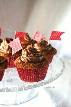 Cupcake al cioccolato con frosting tiramisù