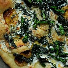 Slightly modified this, but broccoli rabe on pizza was fantastic! Broccoli Rabe, Potato and Rosemary Pizza Potato Pizza Recipe, Pizza Recipes, Vegetarian Recipes, Cooking Recipes, Healthy Recipes, Party Recipes, Potatoe Pizza, Healthy Food, Vegetarian Pizza