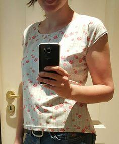Shirt nach sprd-Schnitt Gr. S, Ärmel versäubert mit offenkantigem Streifen
