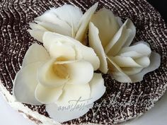Cum facem flori din ciocolata / How make a chocolate flowers Chocolate Flowers, Diy Projects To Try, Birthday Cakes, Fondant, Cake Recipes, Cake Decorating, Good Food, Pasta, Make It Yourself
