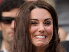 25 Awkward Celebrity Faces Because They Take Bad Photos Too Kate Middleton Dress, Princess Kate Middleton, Celebrity Faces, Celebrity Photos, Bad Photos, Most Beautiful People, Bad Timing, Duchess Of Cambridge, Awkward