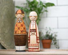 Muhu (vasakul/left) & South Estonia / Lõuna-Eesti (paremal/right); maybe Rõngu