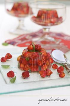 Apron and Sneakers - Cooking & Traveling in Italy: vegetarian Wild Strawberries in Prosecco Jelly with Elderflower Syrup