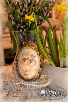rękodzieło - hand made - jajo z damą Easter Egg Crafts, Easter Eggs, Egg Art, Vintage Easter, Shabby Vintage, Beautiful Hands, Decoupage, Projects To Try, Table Decorations