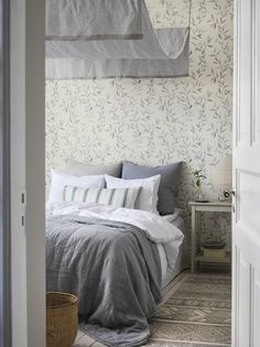 Nice Schlafzimmer Ideen Schweden that you must know, Youre in good company if you?re looking for Schlafzimmer Ideen Schweden Dream Bedroom, Home Bedroom, Master Bedroom, Interior Wallpaper, Home Wallpaper, Danish Interior, Bed Curtains, Interior Inspiration, Decorating Your Home