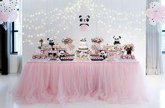 Festa infantil com tema panda - Constance Zahn | Babies & Kids Panda Themed Party, Panda Birthday Party, Trolls Birthday Party, Panda Party, Baby Birthday, Birthday Party Decorations, Birthday Parties, Panda Baby Showers, Panda Decorations