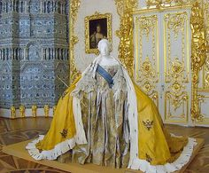 Catherine the Great in State Robes. Now that's power dressing! Court Dresses, Royal Dresses, Old Dresses, 1700s Dresses, Princess Dresses, Vintage Gowns, Vintage Outfits, Vintage Fashion, Victorian Fashion