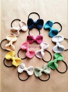 Crochet Hair Bows, Crochet Hair Accessories, Diy Hair Bows, Crochet Flowers, Crochet Earrings, Crochet Gifts, Cute Crochet, Crochet For Kids, Crochet Yarn
