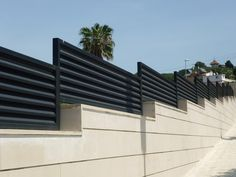 barandillas modernas - Buscar con Google Fence Gate Design, Steel Gate Design, House Gate Design, Balcony Design, Concrete Fence Wall, Stone Wall Living Room, Corrugated Metal Fence, Compound Wall Design, Beautiful Wallpapers For Iphone