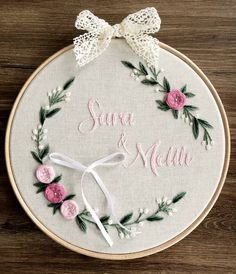 Diy Embroidery Frame, Border Embroidery Designs, Embroidery Hoop Crafts, Basic Embroidery Stitches, Floral Embroidery Patterns, Hand Embroidery Videos, Embroidery Sampler, Embroidery Works, Simple Embroidery