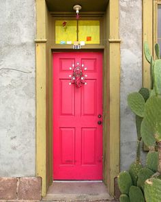 Front door goals! 🌵🌸 pic via the wonderful Pinterest.