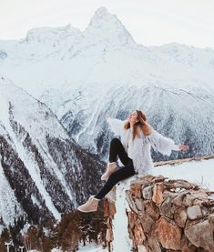 2020 World Travel Populler Travel Country Winter Photography, Photography Poses, Snow Pictures, Snow Outfit, Poses For Photos, Winter Tops, Snowy Day, Winter Pictures, Winter Outfits