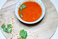 Gerechten zonder pakjes en zakjes #271. Unox proeverij romige tomatensoep (met gerookte chili & basilicum) - Soup Recipes, Chili, Curry, Ethnic Recipes, Food, Curries, Chilis, Meals, Yemek