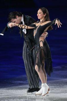 フィギュアスケート「スターズ・オン・アイス」で演技するキャシー・リード(右)、クリス・リード組=国立代々木競技場で2014年4月11日、山本晋撮影