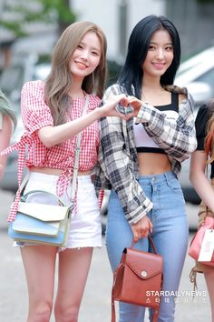 fromis_9 - Hayoung & Saerom 190712 KBS Music Bank Kpop Girl Groups, Korean Girl Groups, Kpop Girls, Korean Airport Fashion, Kpop Outfits, Airport Style, South Korean Girls, Asian Beauty, Casual Wear