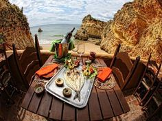 Want to discover the Algarve in Portugal and you do not know what places to visit? Here are the Top 10 places to visit in the Algarve. Alvor Portugal, Faro Portugal, Portugal Travel, Spain And Portugal, Portugal Vacation, Portugal Trip, Alvor Algarve, Voyage Europe, Surf Trip
