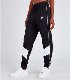 Women's Nike Sportswear Heritage Track Pants - - Nike Women's Sportswear Heritage Track Pants Source by ShopStyle Cute Lazy Outfits, Trendy Outfits, Sporty Outfits Nike, Outfits With Sweatpants, Baggy Sweatpants, Sneaker Outfits, Dope Outfits, Summer Outfits, Nike Sportswear