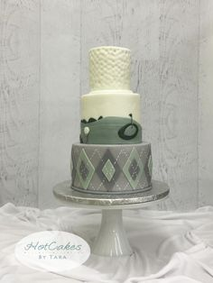 An elegant, upscale direction on a golf themed cake for a fun touch to a beautiful wedding. Funny Birthday Cakes, Homemade Birthday Cakes, Birthday Cakes For Men, Man Birthday, Golf Themed Cakes, Themed Cupcakes, Golf Cakes, Pretty Cakes, Cute Cakes
