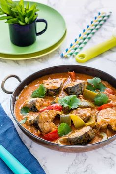 This is quick and easy Brazilian Fish Stew (Moqueca Baiana). Everyday pantry staples like coconut milk, lime and fish are combined into making this Traditional Brazilian Seafood recipe. Low Carb Soup Recipes, Ketogenic Recipes, Healthy Dinner Recipes, Cooking Recipes, Keto Recipes, Healthy Meals, Ketogenic Diet, Delicious Recipes, Crockpot Recipes