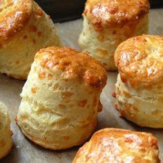 Estos riquísimos scones son ideales para servir en un desayuno o merienda, tanto solos como rellenos de fiambre o queso