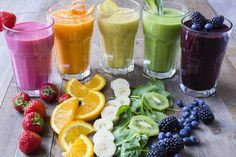 These are some delicious Thermomix rainbow smoothies. Perfect recipes to start your day in style. Think Green Pina Colada. Easy Smoothie Recipes, Easy Smoothies, Healthy Recipes, Rainbow Smoothies, Strawberry Smoothie, Rainbow Drinks, Colorful Drinks, Smoothies Banane, Snacks Sains