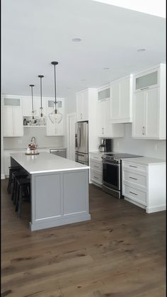 White And Gray Done Boring Kitchen Ideas In 2019 Kitchen - All For Decoration Grey Kitchen Island, White Shaker Kitchen, Shaker Kitchen Cabinets, Kitchen Peninsula, Gray And White Kitchen, Kitchen Worktop, Kitchen Redo, Home Decor Kitchen, Kitchen Interior