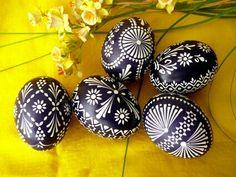 Rtz Polish Embroidery, Funny Eggs, Polish Easter, Egg Shell Art, Easter Egg Pattern, Shell Decorations, Easter Egg Designs, Ukrainian Easter Eggs, Feather Painting