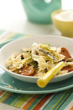 Saucisses italiennes, fenouil, citron et parmesan: des pâtes simples, mais pas banales. Rice Recipes, Vegetable Recipes, Pasta Pizza, Pasta Salad, Parmesan, Bbq, Food And Drink, Soup, Vegetables
