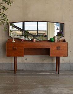 北欧スタイルのヴィンテージ家具、G-planのドレッサー (x-526-f) Danish Furniture, Teak Furniture, Mid Century Dresser, Dressing Tables, Dresser With Mirror, Mid Century Modern Furniture, Furniture Inspiration, New Room, Mid-century Modern