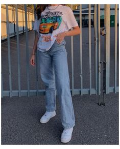 Cute Casual Outfits, Edgy Outfits, Mode Outfits, Retro Outfits, Vintage Outfits, Urban Outfits, Outfits With Mom Jeans, Soft Grunge Outfits, Mom Jeans Outfit