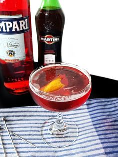 An easy whiskey recipe with hints of cherry and bitters. This recipe calls for equal parts Campari, Sweet Vermouth, and Whiskey. It is the perfect aperitif. Boulevardier Cocktail Recipe, Aperitif Cocktails, Negroni Recipe, Bourbon Cocktails, Fun Cocktails, Brunch Drinks, Whiskey Recipes, Beer Recipes, Alcohol Recipes