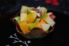 nøddekurv med frugt
