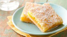 Ricette per una fresca e gustosa torta al limoneCos'è la torta lemon square:La torta lemon square è un dolce con un sapore acido, tipico dell'agrume del limone. Ha una base di biscotto e una crema, che ricorda la consistenza di un budino.Ingredienti per la base a biscotto:- 60g...
