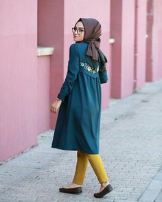 cute hijab outfits,hijab style for wedding party,wedding hijab style,modern hijab styles,hijab s. Islamic Fashion, Muslim Fashion, Modest Fashion, Fashion Outfits, Casual Hijab Outfit, Hijab Chic, Casual Hijab Styles, Street Hijab Fashion, Abaya Fashion