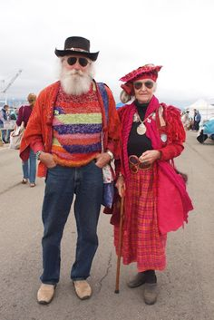 Growing older together! Old enough not to care what others think.especially concerning what they like to wear. Love it and I think they look like a fun couple! Mode Style, Style Me, Couple Style, Beaux Couples, Growing Old Together, Advanced Style, Young At Heart, Aging Gracefully, Boho