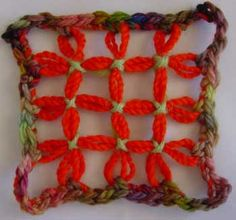 Flower Looms: Grid Motifs on the Square Loom Loom Blanket, Loom Flowers, Basket Weaving Patterns, Types Of Weaving, Loom Knitting Projects, Hairpin Lace, Loom Weaving, Weaving Techniques, Yarn Crafts