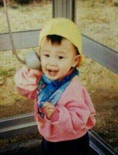 This is supposedly a baby pic of P.O aka Pyo Ji Hoon (표지훈) Cute Boys, Cute Babies, Po Block B, Pyo Jihoon, B Bomb, Mino Winner, How Big Is Baby, Love You More Than, Album