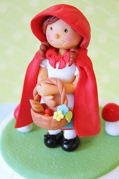 Hoy te enseñamos como modelar una tierna muñequita de cuento en azúcar! Caperucita Roja.. paso a paso y con todo detalle. Pincha para saber como...