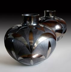 hand built burnished vessel by Ian Garrett Ceramic Clay, Ceramic Pottery, Pottery Art, Modern Ceramics, Contemporary Ceramics, African Pottery, African Crafts, Sculptures Céramiques, Clay Vase
