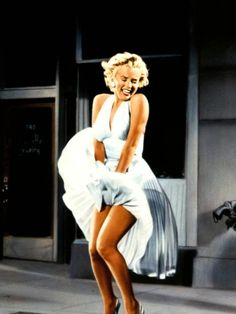 Marilyn Monroe was most popular sex symbol of the and She was model and actress. But what did Marilyn Monroe wear actually? Joven Marilyn Monroe, Young Marilyn Monroe, Marilyn Monroe Photos, Mary Monroe, Lady Like, Gentlemen Prefer Blondes, Kate Hudson, New Look Dior, Divas