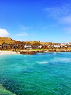 Exploring the Islands of Mull, Iona & Staffa + Tips for Traveling to Scotland. What to Do, See, & Eat. www.kevinandamanda.com Travel #travel