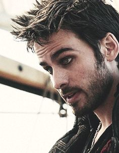 I wouldn't normally like guys with manliner, but Hook just changes things. How can I not like pirates when they look like this? I really like his character. The show got much more interesting after he was added. (gif)