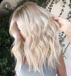 Unique ash white hair color ideas , ombre white blonde Hair color for summer, Un. - Unique ash white hair color ideas , ombre white blonde Hair color for summer, Unique wavy hairstyle - White Blonde Hair, Blonde Hair Looks, Balayage Hair Blonde, Blonde Hair With Layers, Yellow Hair, Brown Hair, Curly Hair Styles, Medium Hair Styles, Long Hair With Bangs