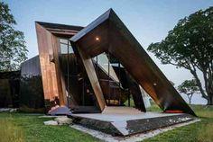 L'entrée fantastique de la maison est complémentée par une baie vitrée