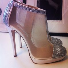 these shoes-Dream shoes by Oscar de la Renta Bling Heels, Bling Bling, Cinderella Shoes, Funny Fashion, Shoe Gallery, Dream Shoes, Oscars, Shoe Collection, Shoes Heels Boots